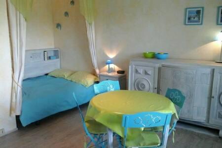 Grand studio lumineux avec véranda, - Argelès-sur-Mer