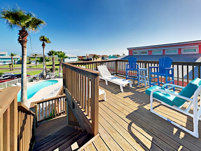 Split-Level Stunner in Port Aransas