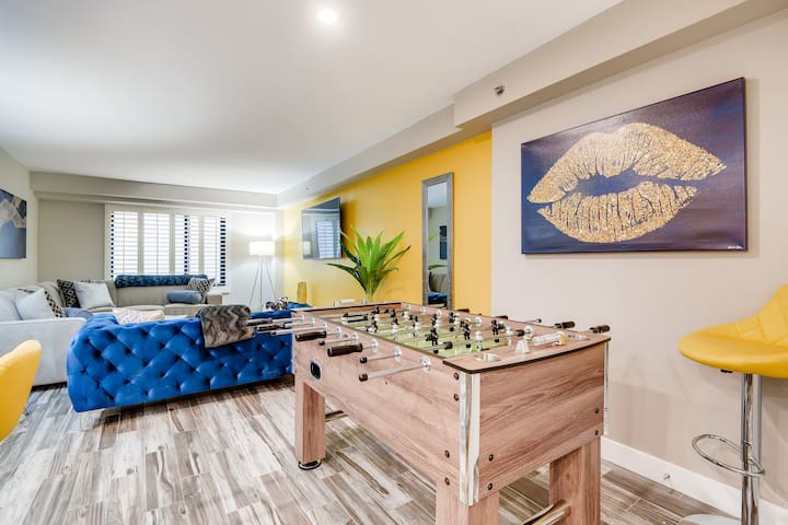 ON THE STRIP! | REMODELED 2 Bdrm Condo by One Fine Flat