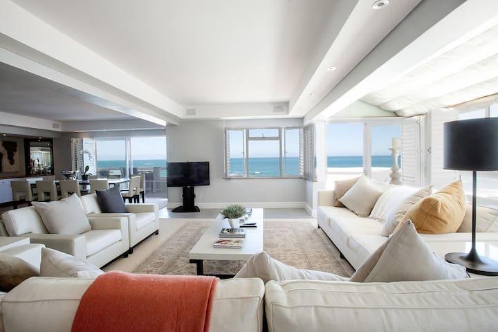 Spacious luxury apartment with infinite sea views
