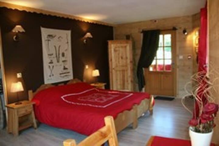 pied des GR et pistes de ski - le lioran - Bed & Breakfast