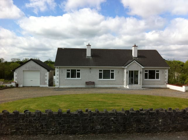 Spacious Private Quarters, Sligo - Ballinacarrow - Maison