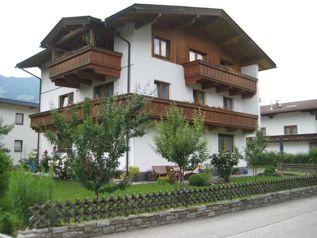 Gästehaus in Uderns im Zillertal - Uderns - Konukevi