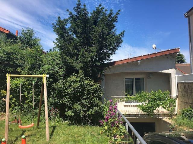 Appartement indépendant avec jardin - proche aéroport d'Orly et Paris / 20 mn