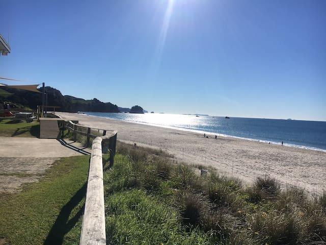 Tui's Rest - Iconic Kiwi Bach at Whiritoa Beach