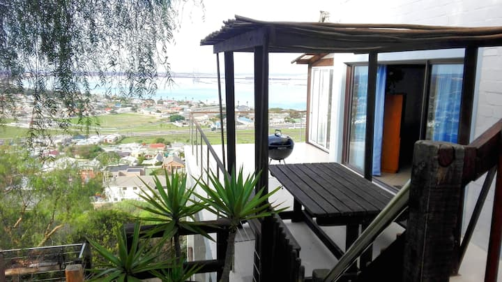 Big 3 Bedroom Apartment with WiFi, Stunning Views!