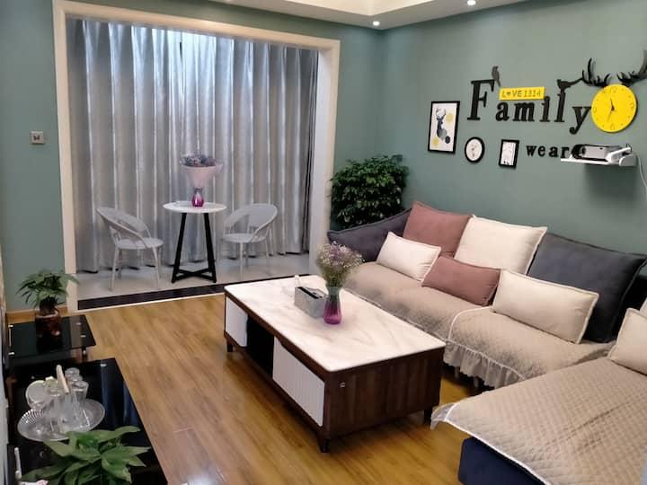 拾光民宿——明亮落地窗舒适大床房
