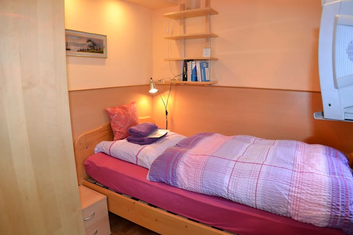 Cute single room + shower/WC (EZ5)