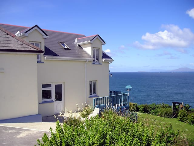 Dolphin Watch Self Catering House - Letterfrack - Haus