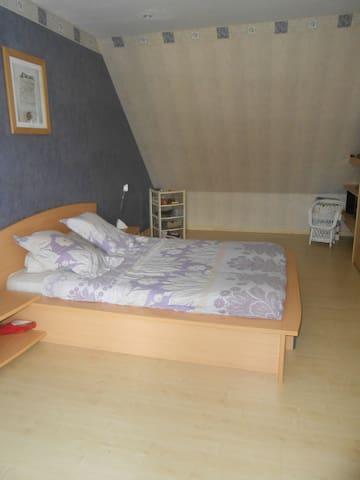 Chambre privatisée 20m2 - Carpiquet - บ้าน