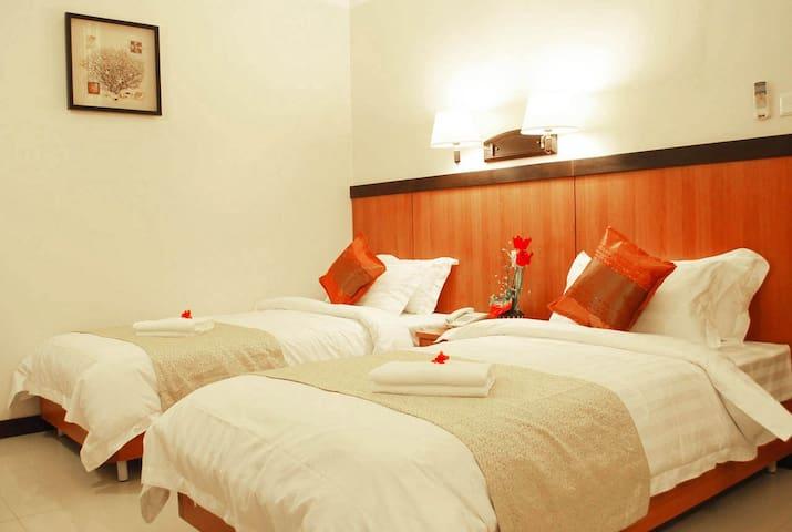 Hotel Room w/ Breakfast for 2 - Mandaue - Bed & Breakfast