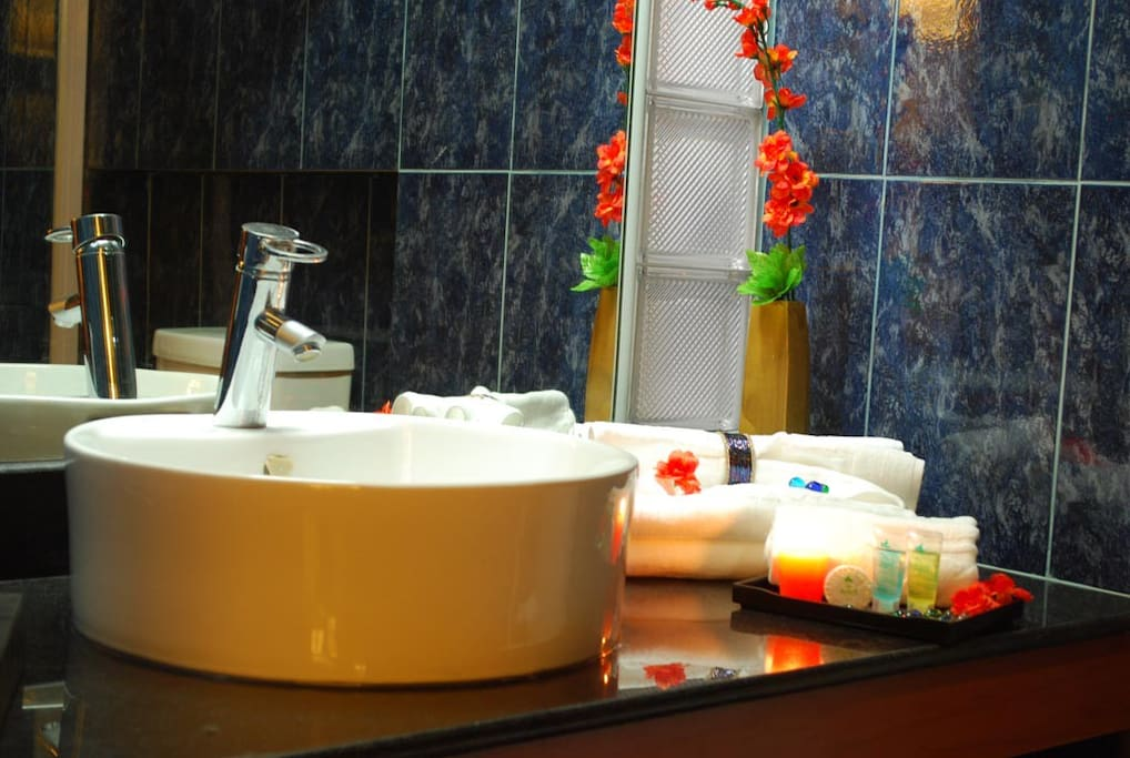Each guest room has 2 bath towels and guest toiletries