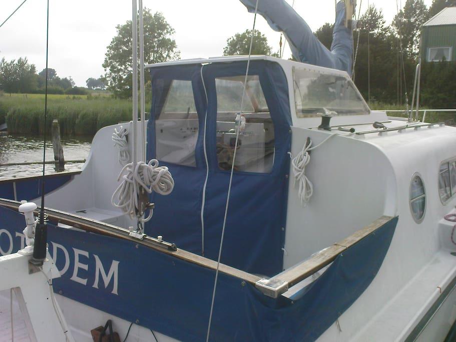 Das große Cockpit zum Sonnenbaden oder für den Sundowner