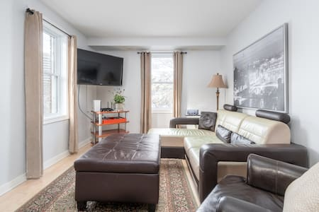 2 Bedroom Overlooking the Rideau Canal w Parking