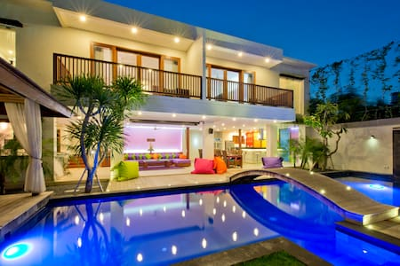 ⭐⭐⭐ Party Villa ⭐⭐⭐ True Colors 6BR max. 26 sleeps
