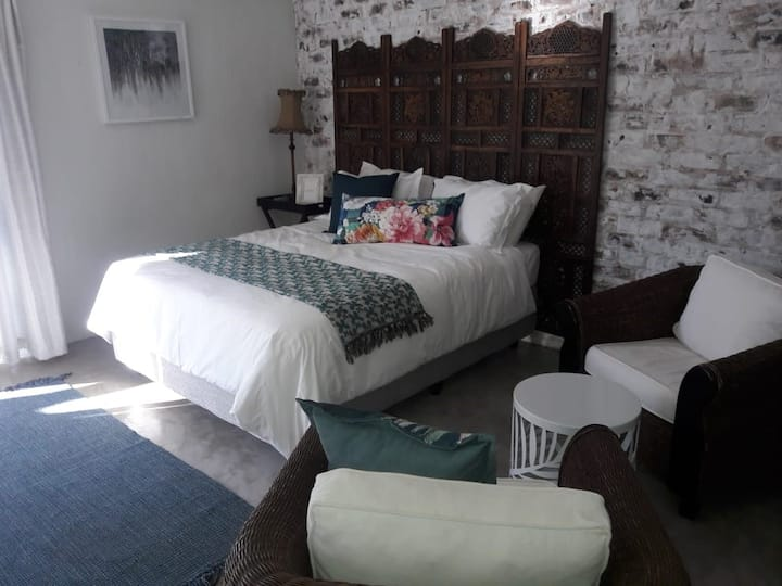 Alinea Cottage - peaceful, comfortable, convenient