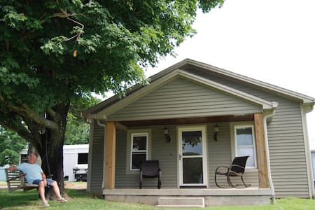 Guest Home on 100 acre Ranch near Nashville, TN - Springfield - Pensione