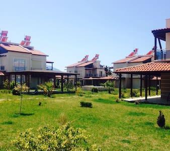 Modern 3+1 Havuzlu sitede villa - Aydın