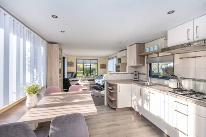 Beautiful detached Chalet Sea Rocks in Goedereede with views and garden