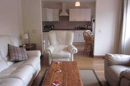 Courtyard Cottage near Linlithgow - Maddiston - Hus