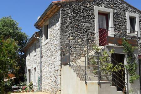 Grand studio à la campagne - Agonès