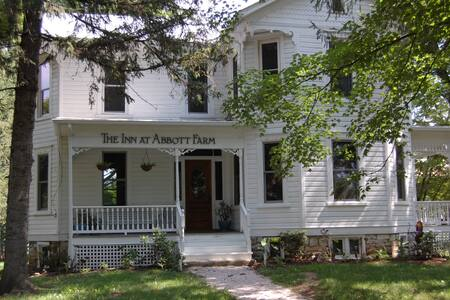 The Inn at Abbott Farm.  - Bed & Breakfast