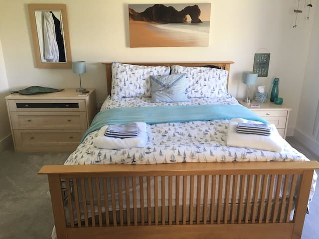 Spacious double room walking distance from Chesil Beach in Portland, UK.