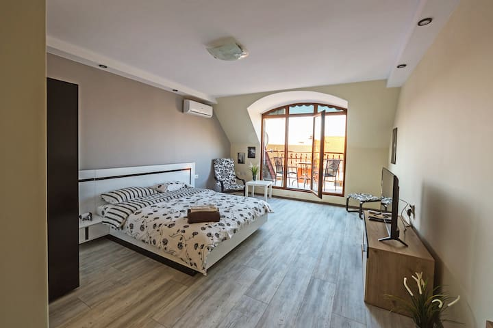 ☀ Victoria Hotel Room 1 ☀