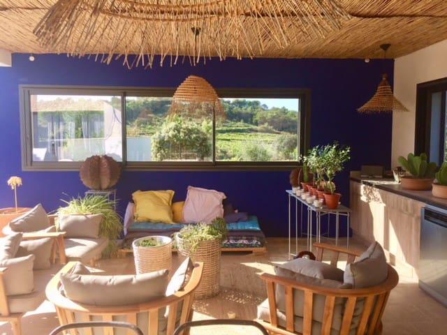 salon extérieur et cuisine d été