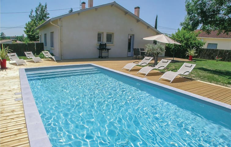 Holiday cottage with 3 bedrooms on 80 m² in Eymet