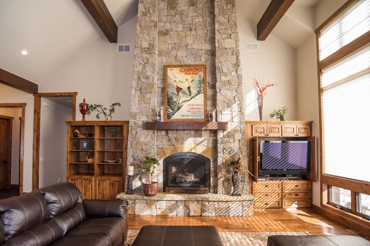 Luxury Home Near Skiing and Golfing, Special Rate!