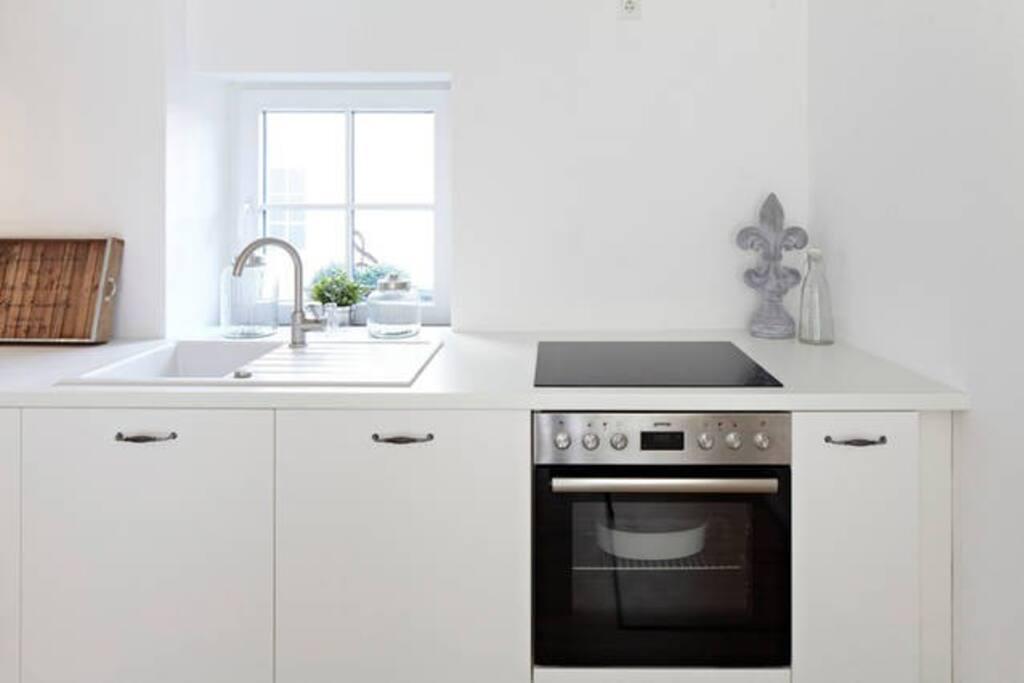 Küche - mit Ofen, Waschmaschine & Trockner