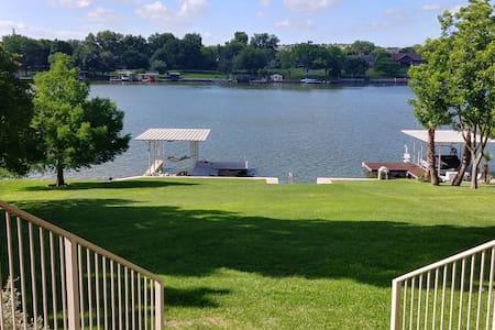 Agua Lisa Lake House