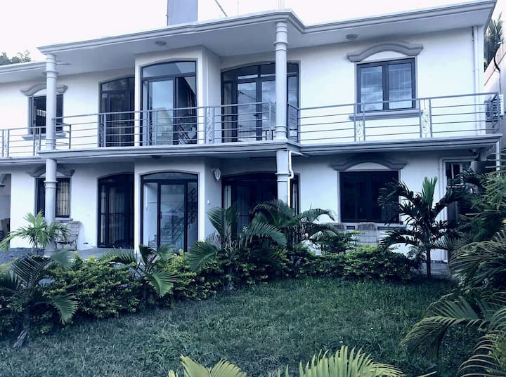 Blue Villa Mont Choisy Beach APT ❶
