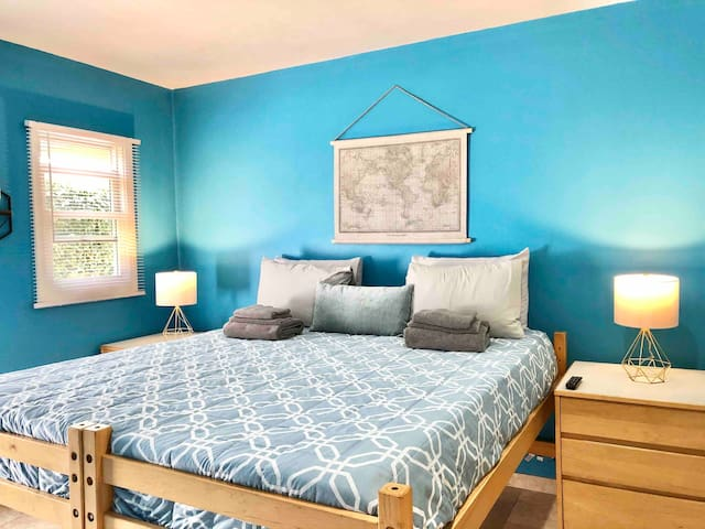 Clean and Spacious Room with King Size Bed