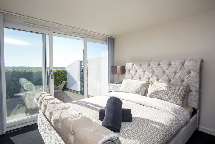 Sunny Dorset awaits you at 2 bed Ground Floor Harbour View