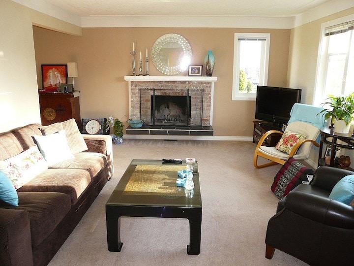 3 bedroom home. Perfect location-Oak Bay/Victoria