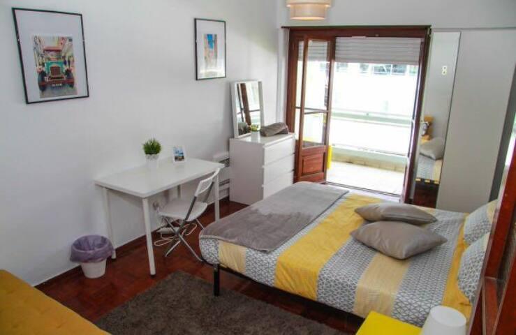 *Comfy Room next to Saldanha Station, city centre