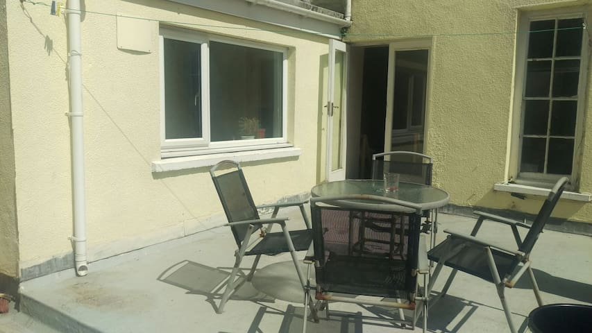 Flat in Aberystwyth town centre,large roof terrace