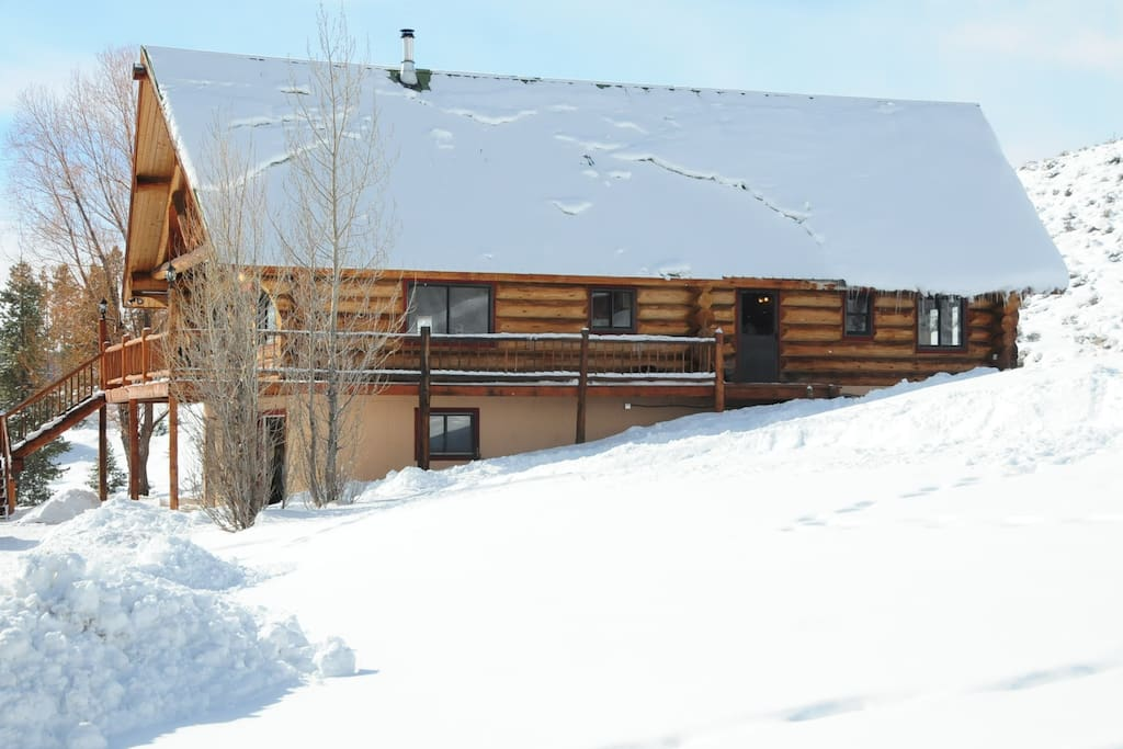 Log cabin on 3 acres across from Lake Grandby
