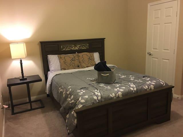 Comfort Private Room with Patio - Las Vegas - Hus