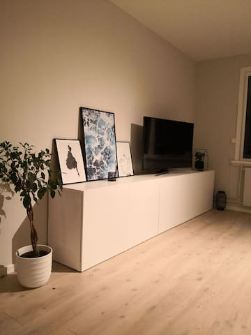 Nice private room in modern apartment-Free parking