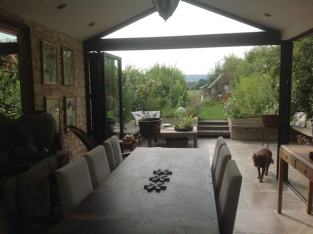 PERIOD 2 BED COTTAGE WITH GARDEN AND AMAZING VIEWS