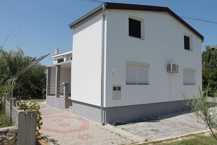 Apartment Stipe - Ljubač - House