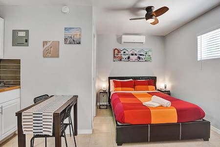 Private studio.No cleaning fee.6min Port & Airport