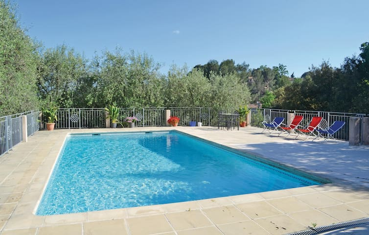 Semi-Detached with 2 bedrooms on 75 m² in Le Tignet
