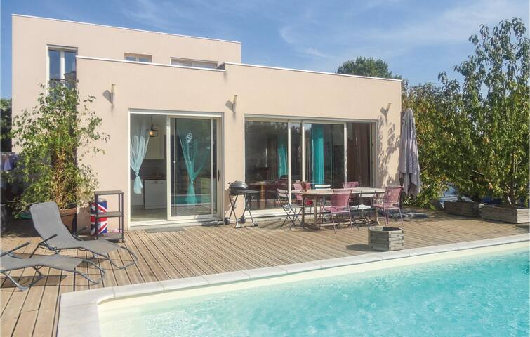 Holiday cottage with 5 bedrooms on 160m² in Cazouls d'Herault