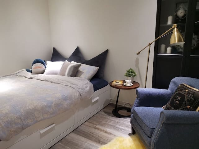 溫馨加大雙人床臥室(160*200cm)