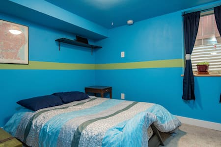 Basement Bedroom That Sleeps 2 - Portland - House