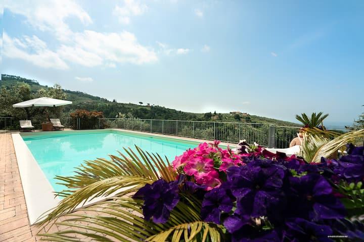 Tuscan apartment and pool ,Vinci-Coppaia 1